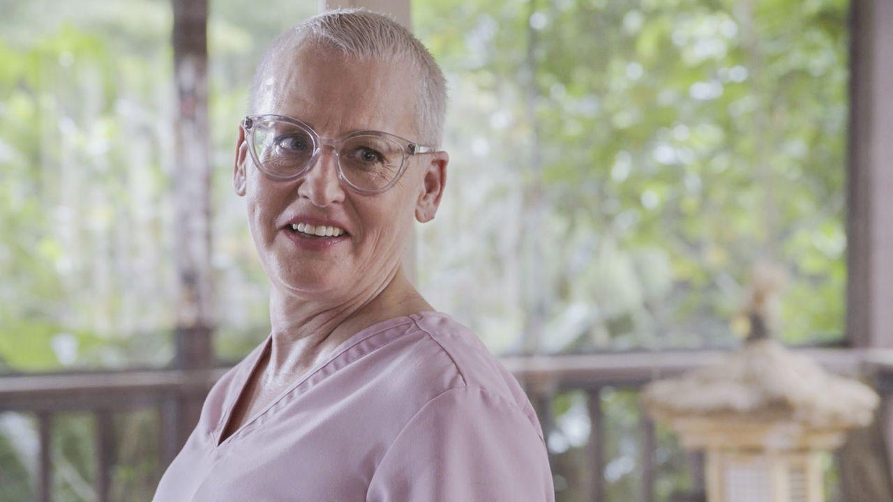 Kann Danny Krankenschwester Jenny (Lori Petty) vertrauen? - Bildquelle: 2016 CBS Broadcasting, Inc. All Rights Reserved