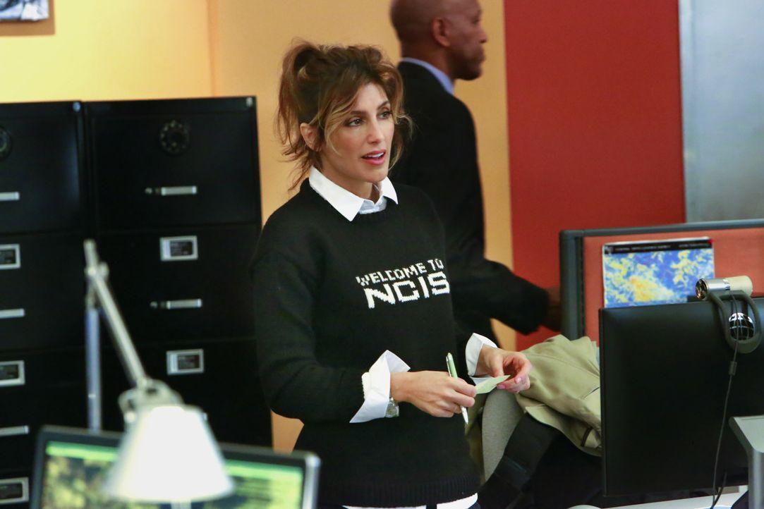 Quinn (Jennifer Esposito) ist wieder voll und ganz beim NCIS angekommen. Als die gekidnappte Unteroffizierin sich aus den Fängen ihres Entführers be... - Bildquelle: Bill Inoshita 2016 CBS Broadcasting, Inc. All Rights Reserved / Bill Inoshita