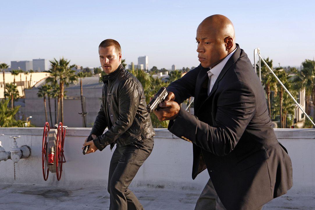 Als Abby, die Callen (Chris O'Donnell, l.) und Sam (LL Cool J, r.) in einem neuen Mordfall behilflich sein sollte, in einen Goth-Club entführt wird,... - Bildquelle: CBS Studios Inc. All Rights Reserved.