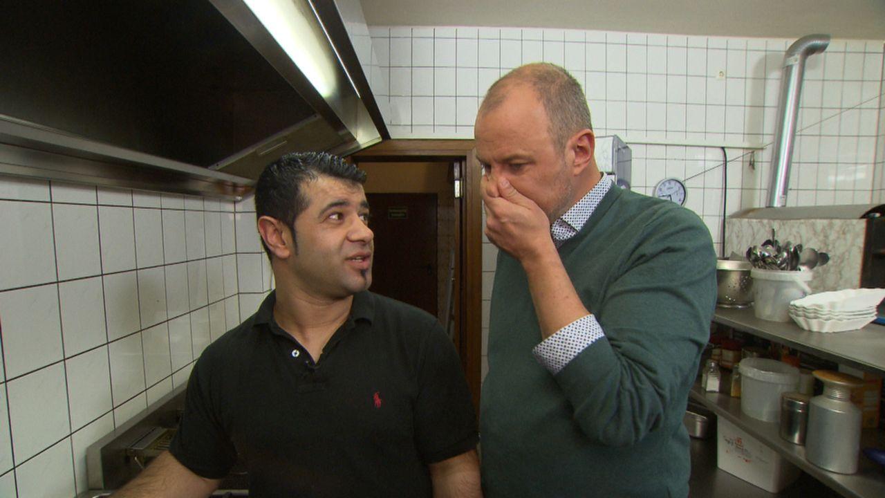 """Das Team vom """"XXL-Food-King"""" hofft auf die Hilfe von Frank Rosin (r.) - denn das Gladbecker Restaurant steht kurz vor dem wirtschaftlichen Aus: Rest... - Bildquelle: kabel eins"""