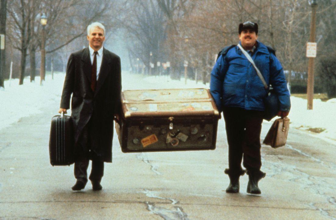 Nachdem Neal (Steve Martin, l.) und Del (John Candy, r.) alles verloren haben, müssen sie zu Fuß weitergehen ... - Bildquelle: Paramount Pictures