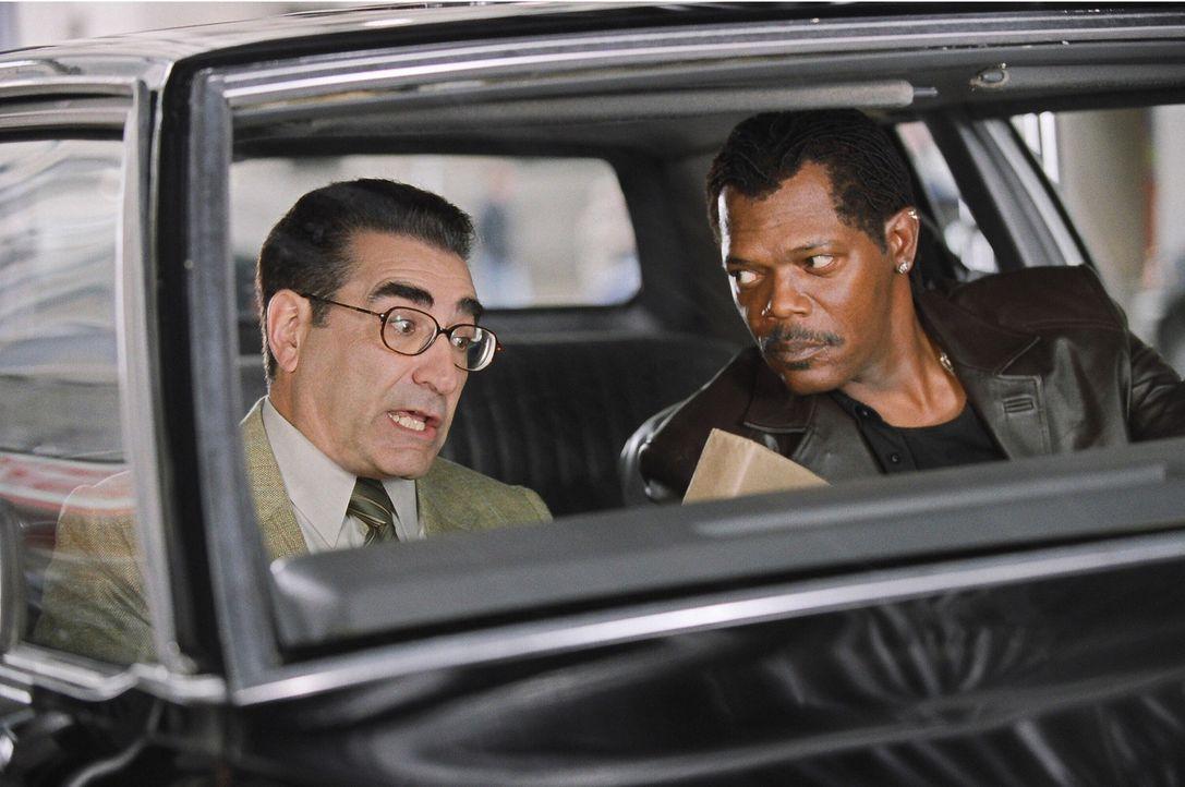 Als sein korrupter Partner bei einem Waffendiebstahl ermordet wird, will Undercover-Cop Derrick Vann (Samuel L. Jackson) alleine eine Gruppe von Waf... - Bildquelle: 2005 Warner Brothers