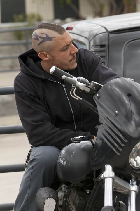 Ein Drogengeschäft mit dem Boss der Mayans wird auch für Juice (Theo Rossi) nicht einfach ... - Bildquelle: 2011 Twentieth Century Fox Film Corporation and Bluebush Productions, LLC. All rights reserved.
