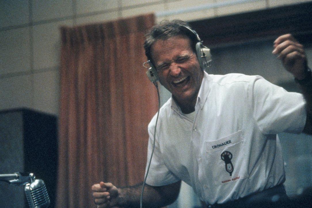 Vietnam 1965: Kurz vor der ersten US-Großinvasion revolutioniert der Radio-DJ Adrian Cronauer (Robin Williams) einen langweiligen Army-Sender in Sa... - Bildquelle: Touchstone Pictures