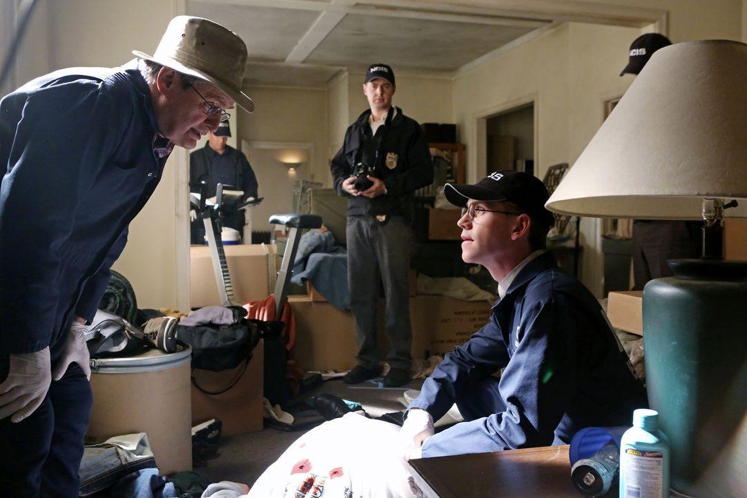"""Dr. Mallard (David McCallum, l.), McGee (Sean Murray, M.) und Palmer (Brian Dietzen, r.) sind schockiert, als sie sehen, dass die vermeintlich """"kuge... - Bildquelle: CBS Television"""