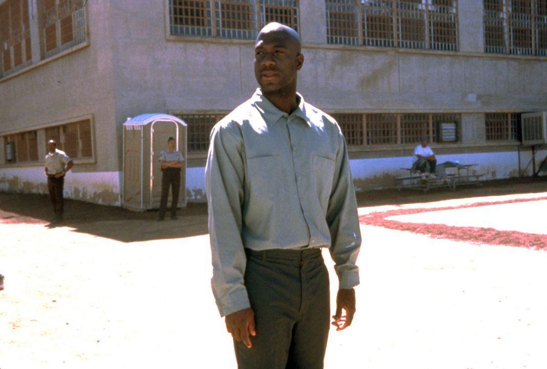 Was als Party-Nacht mit seinen Kumpels begann, endet mit tödlichen Schüssen auf einen Cop - und für Avery (Richard T. Jones) hinter Gittern, obwo... - Bildquelle: Sony Pictures Television International. All Rights Reserved.