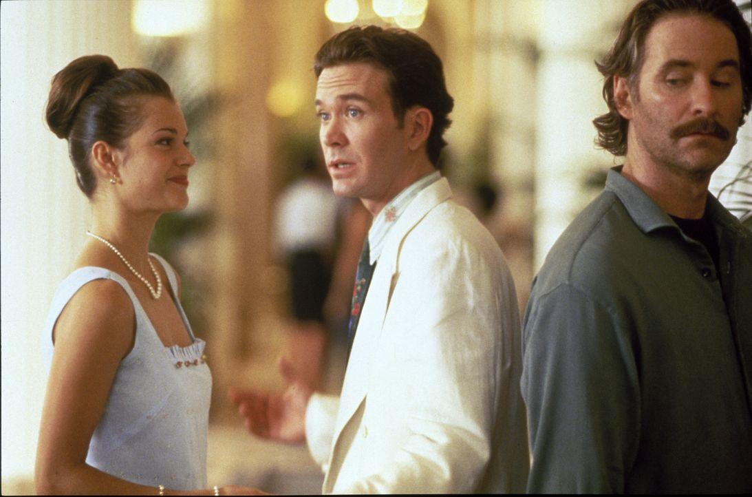 Gespannt lauscht Luc (Kevin Kline, r.), was sich Juliette (Susan Anbeh, l.) und Charlie (Timothy Hutton, M.) zu sagen haben ... - Bildquelle: 1995 ORION PICTURES CORPORATION. All Rights Reserved