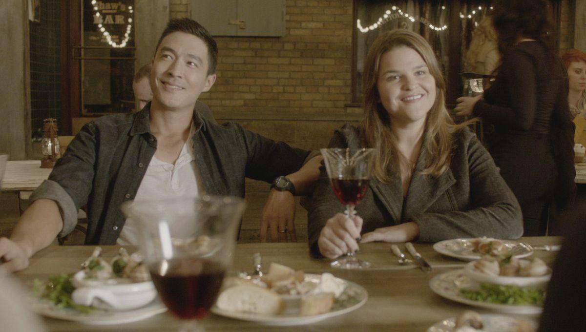 Matt (Daniel Henney, l.), Mae (Annie Funke, r.) und ihre Teamkollegen werden nach Paris geschickt, wo ein Serienmörder dort lebende Amerikanerinnen... - Bildquelle: 2015 CBS Broadcasting, Inc. All Rights Reserved