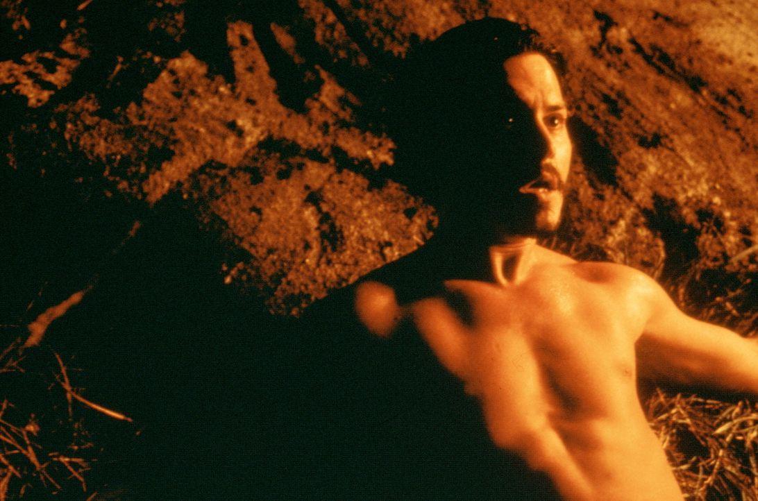 Auf der Jagd nach den wertvollen satanistischen Büchern gerät Dean Corso (Johnny Depp) immer wieder in schier ausweglose Situationen ... - Bildquelle: 20th Century Fox of Germany