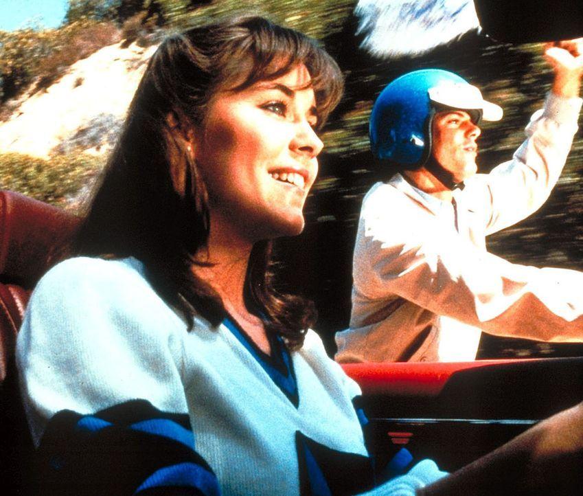 Liebevoll und geduldig gibt Eleanor (Bobbi Block, l.) dem oft ungeduldigen Deke (Ken Olandt, r.) nach seinem folgenschweren Unfall Nachhilfeunterric... - Bildquelle: Worldvision Enterprises, Inc.