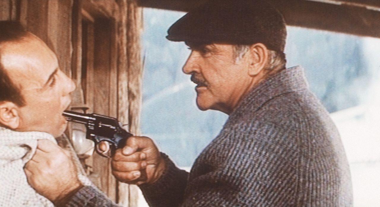 Der furchtlose Streifenpolizist Jimmy Malone (Sean Connery, r.) setzt Capones Stellvertreter Nitti (Billy Drago, l.) gewaltig unter Druck ... - Bildquelle: Paramount Pictures