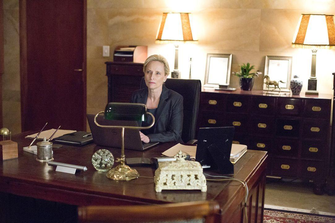 Noch ahnt die Botschafterin Martha Boyd (Laila Robins) nicht, wer der Maulwurf in der Botschaft ist ... - Bildquelle: 2014 Twentieth Century Fox Film Corporation