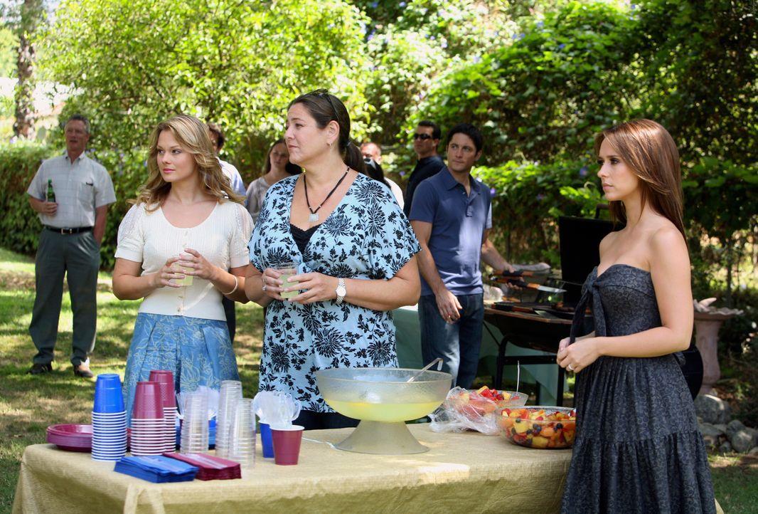 Matt, ein Freund von, Jim (David Conrad, 2.v.r.) ist aus dem Irakkrieg zurück. Gina (Kate Levering, l.), Delia (Camryn Manheim, M.) und Melinda (Jen... - Bildquelle: ABC Studios