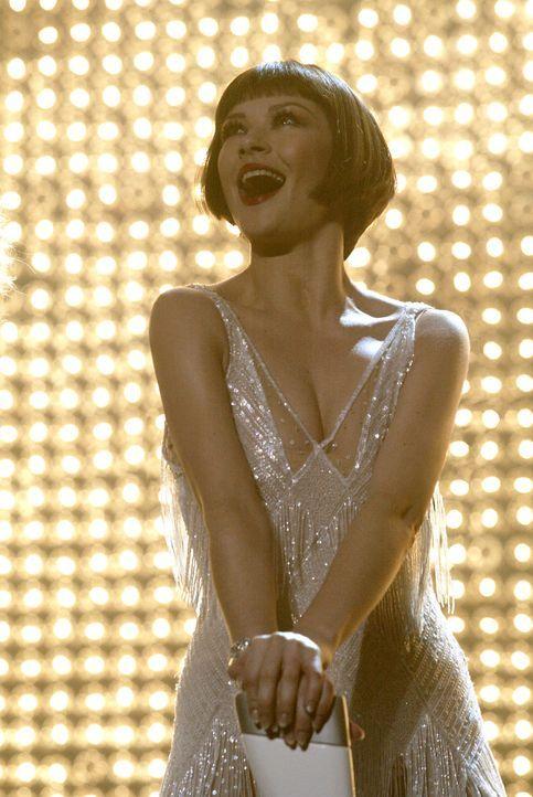 Chicago in den 20er Jahren des letzten Jahrhunderts: Der glamourösen Sängerin Velma Kelly (Catherine Zeta-Jones) liegt das Publikum zu Füßen. Da... - Bildquelle: Miramax Films