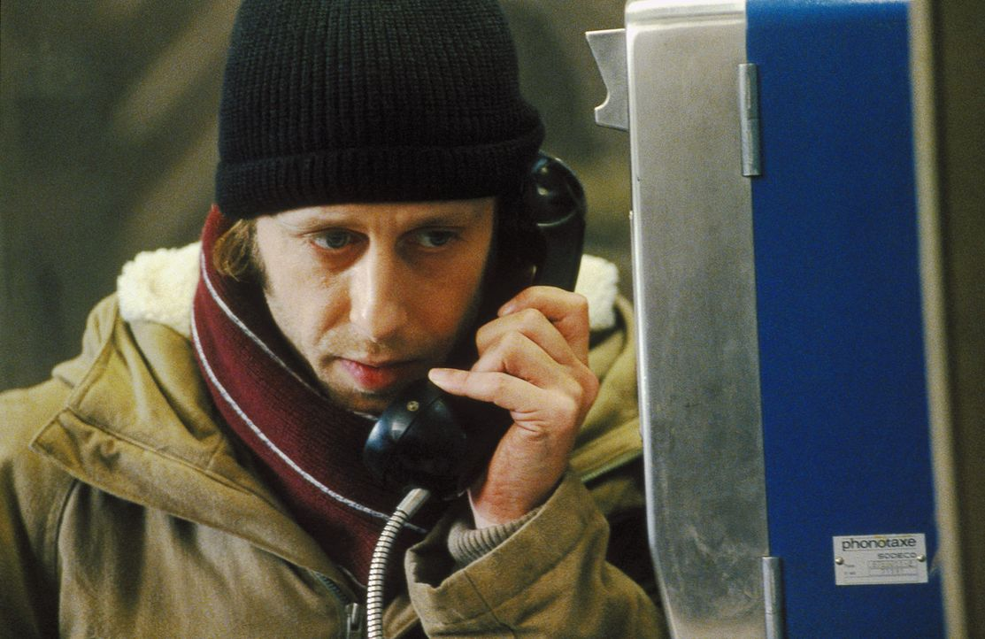 Um die Unbekannte auf den Fotos ausfindig machen zu können, lässt Lenny (Oliver Korittke) nichts unversucht. Endlich stößt er auf eine erste ern... - Bildquelle: Jiri Hanzl ProSieben
