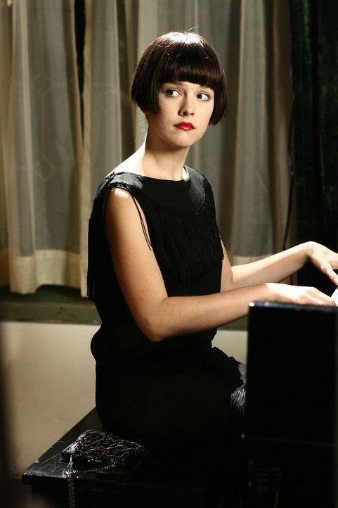 Im Jahr 1929 zog Violet (Allison Miller) nach Philadelphia Lieder zu schreiben und zu komponieren. Die Begegnung mit einem Mitglied einer der reichs... - Bildquelle: Warner Bros. Television