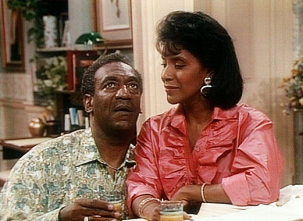 Cliff (Bill Cosby, l.) und Clair (Phylicia Rashad, r.) genießen für kurze Zeit eine ungewohnte Stille im Haus. - Bildquelle: Viacom