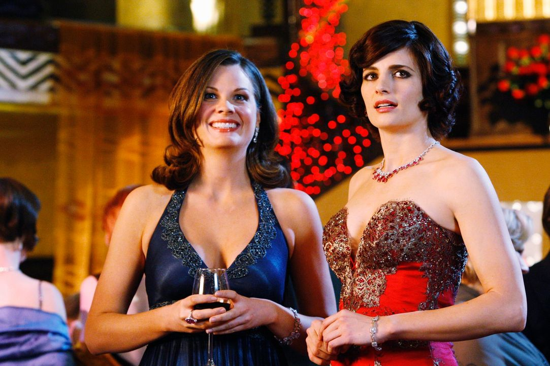 Ruth (Elizabeth Ann Bennett, l.) ermutigt Kate (Stana Katic, r.) an Castle dranzubleiben ... - Bildquelle: ABC Studios