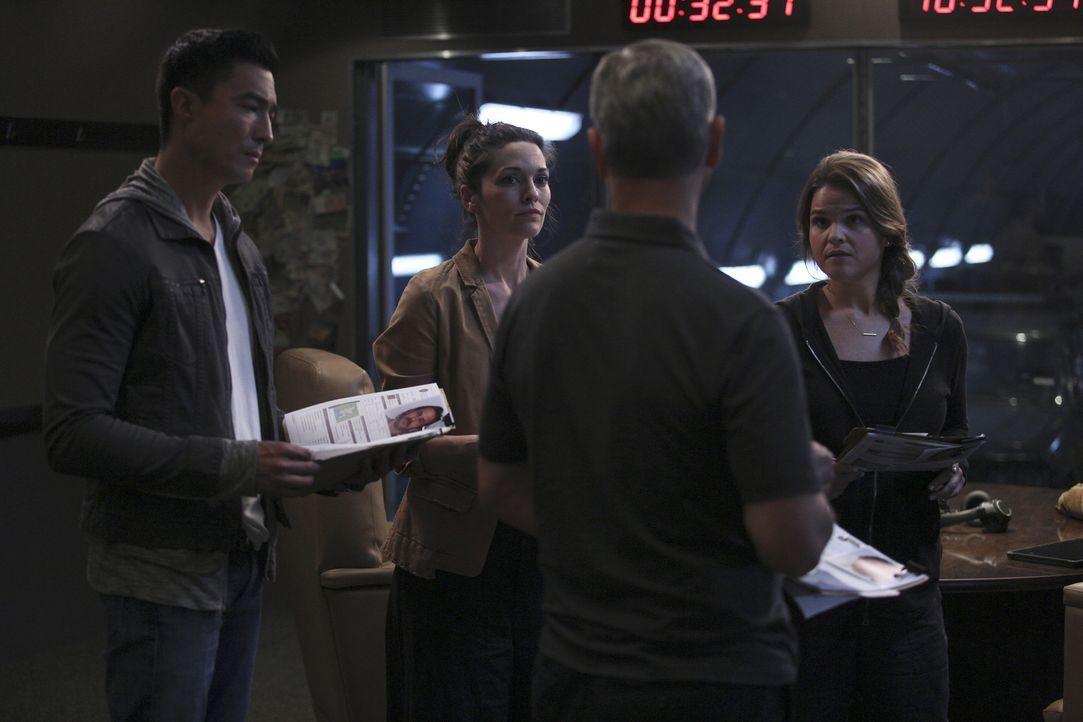 Können sie ihren aktuellen Fall lösen? Matt Simmons (Daniel Henney, l.), Clara Seger (Alana De La Garza, 2.v.l.), Jack Garrett (Gary Sinise, 2.v.r.)... - Bildquelle: Erik Voake 2016 ABC Studios. All rights reserved.