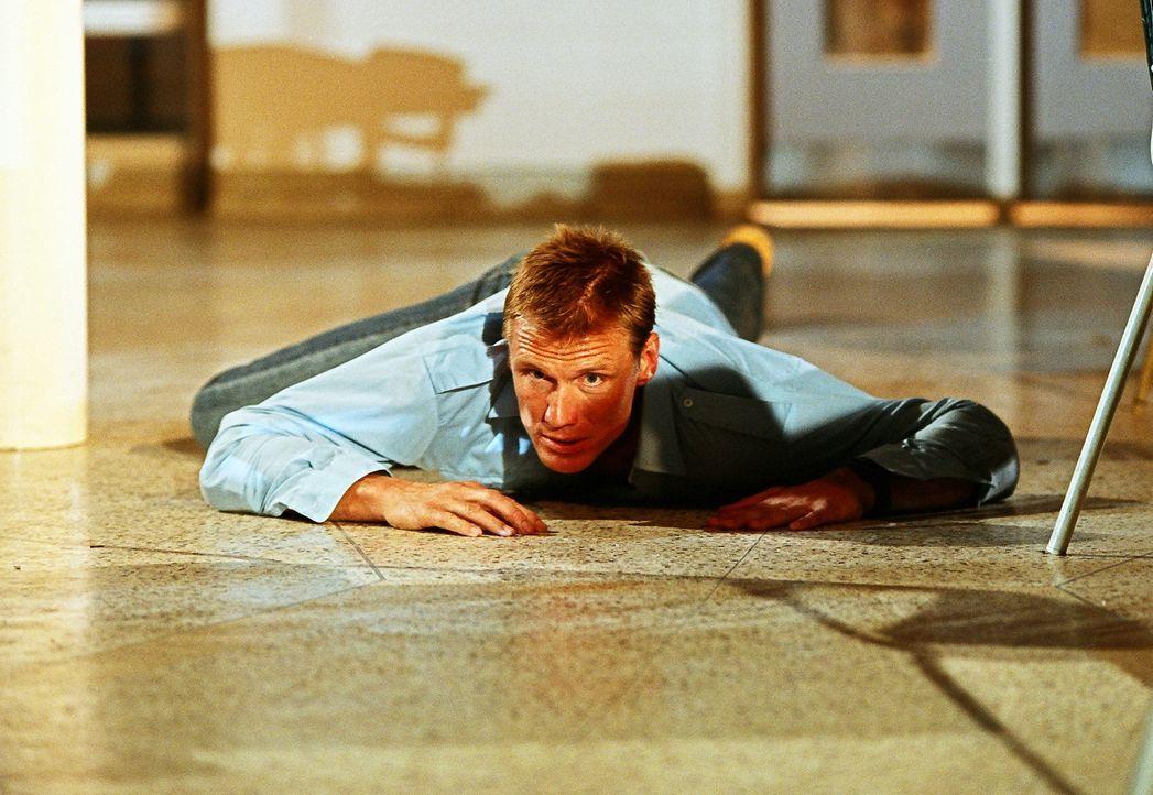 Als ehemaliger Special Force Marinesoldat weiß sich der Lehrer Sam Decker (Dolph Lundgren) durchaus zu helfen ... - Bildquelle: Nu Image