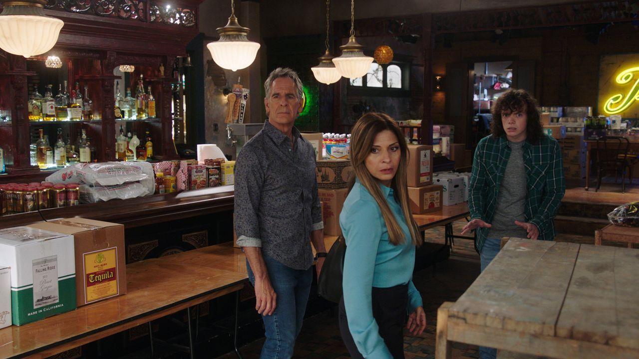 (v.l.n.r.) Dwayne Pride (Scott Bakula); Sasha Broussard (Callie Thorne); Connor Davenport (Drew Scheid) - Bildquelle: 2021 CBS Broadcasting Inc. All Rights Reserved.