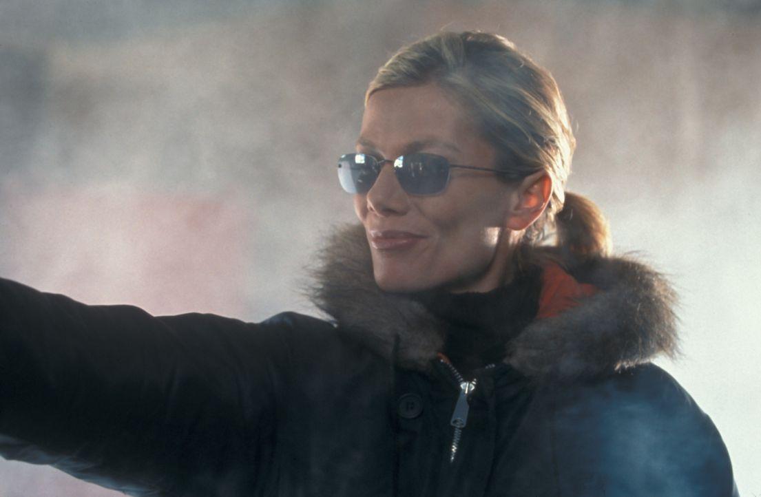 Die russische Agentin Natalya (Ursula Karven) legt sich voll ins Zeug ... - Bildquelle: Blockbuster Video