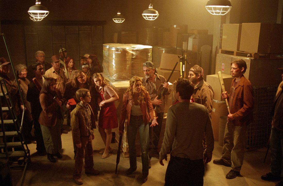Die bedrohten Bewohner des Ortes tun sich zusammen und sagen den Bestien den Kampf an ... - Bildquelle: Warner Bros. Pictures