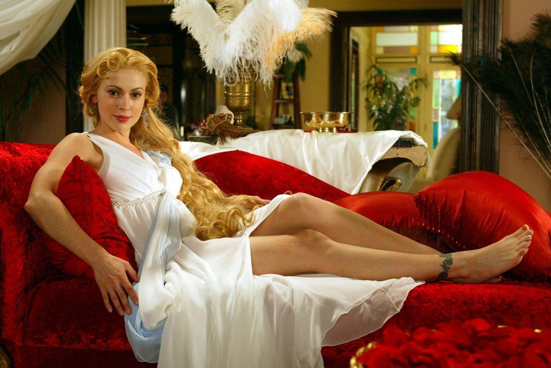 Um die Titanen zu bekämpfen, muss Leo, Sterbliche mit ungeheurer Macht ausstatten und so wird Pheobe (Alyssa Milano), die Göttin der Liebe ... - Bildquelle: Paramount Pictures