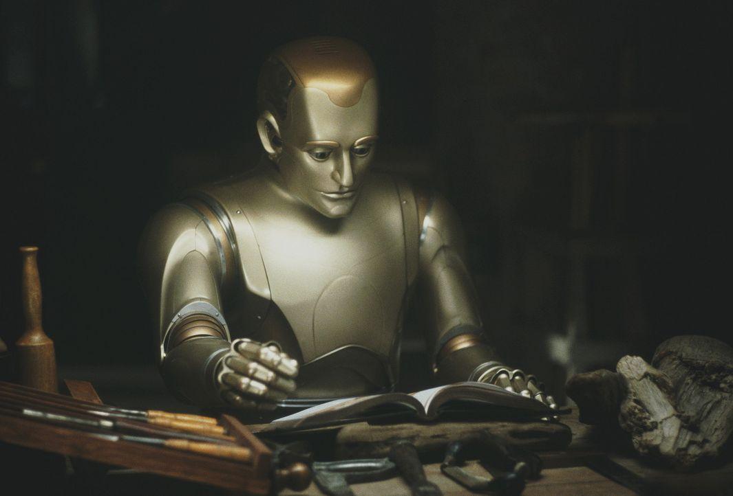 Schon bald wird den Mitgliedern der Familie klar, dass ihr Hausdiener Andrew (Robin Williams) kein gewöhnlicher Roboter ist. Denn Andrew empfindet... - Bildquelle: Columbia TriStar Film GmbH