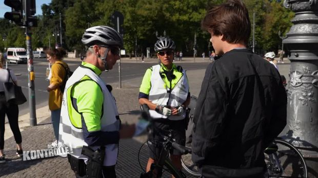 Achtung Kontrolle - Achtung Kontrolle! - Thema U.a.: über Rot Ohne Not - Fahrradstaffel Berlin