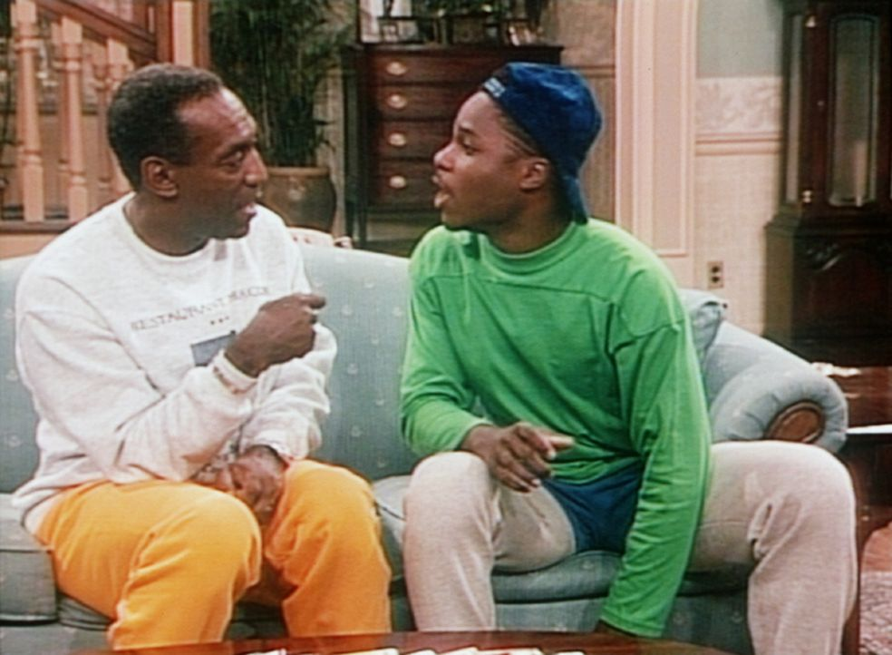 Theo (Malcolm-Jamal Warner, r.) und Cliff (Bill Cosby, l.) wissen nun, dass Theos Faulheit oder Dummheit nicht für seine schlechten Zensuren verant... - Bildquelle: Viacom