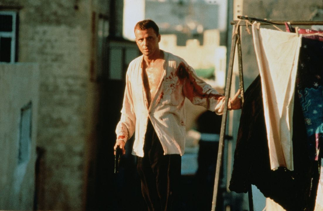In seiner neuen Identität ist Ramirez (Aidan Quinn) permanenten Anschlägen auf sein Leben ausgesetzt. Kann er diesen Nervenkrieg gewinnen? - Bildquelle: Sony Pictures Entertainment