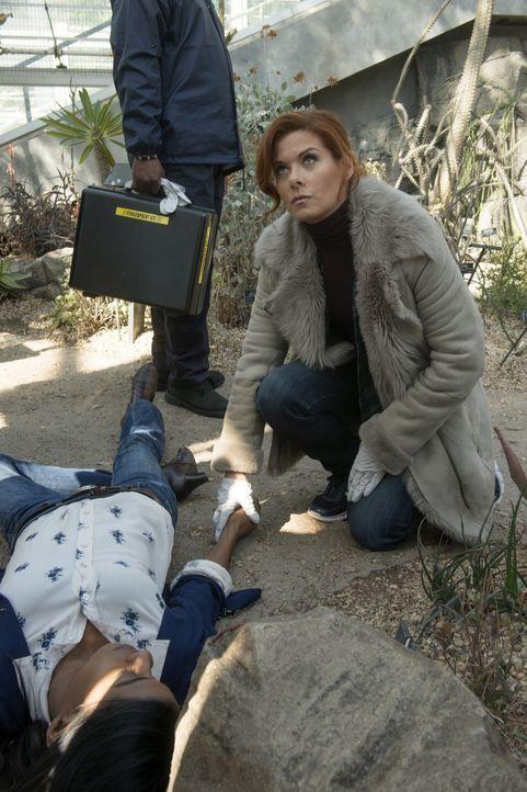 Bei den Ermittlungen in einem neuen Fall, muss sich Laura (Debra Messing) mit einer persönlichen Krise auseinandersetzen ... - Bildquelle: Warner Bros. Entertainment, Inc.