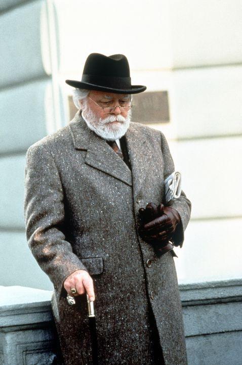 Unscheinbar, aber mit großer Überzeugungskraft gesegnet: Kriss Kringle (Richard Attenborough) ... - Bildquelle: 20th Century Fox