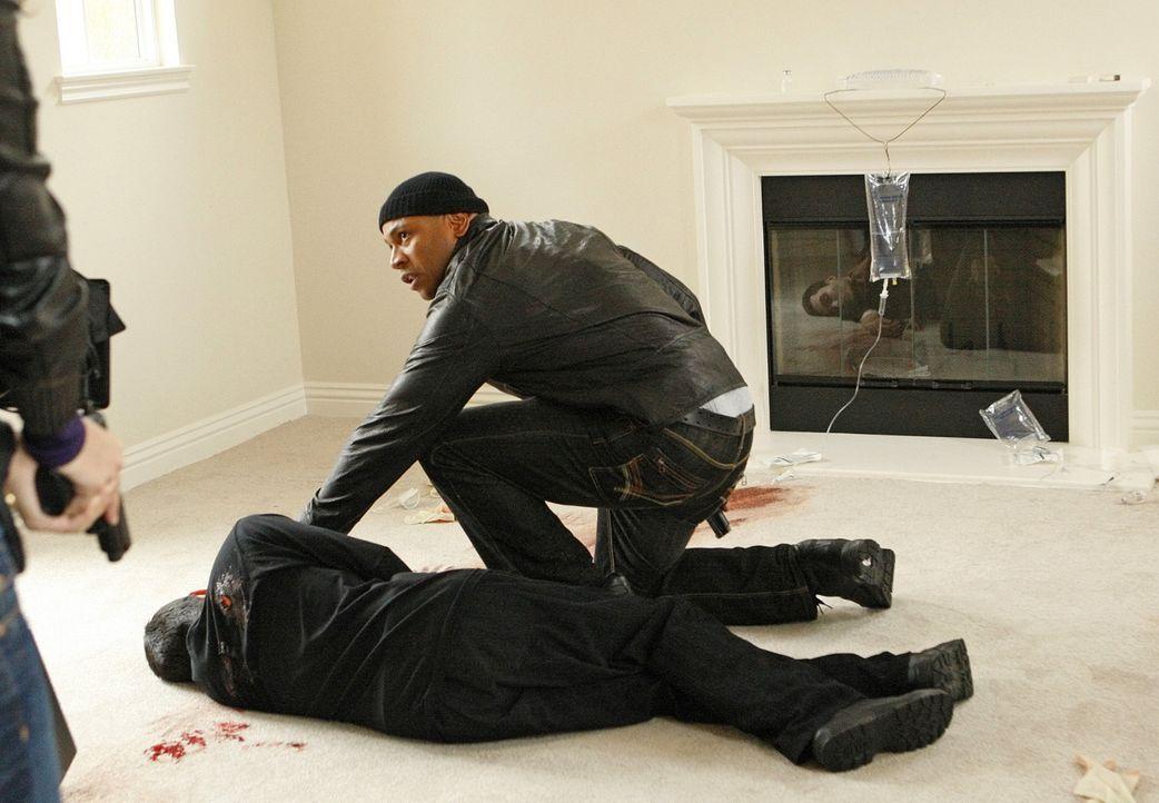 Durch das Verschwinden von Dom, geraten Sam (LL Cool J, r.) in einen Wettlauf gegen die Zeit ... - Bildquelle: Sonja Flemming CBS Studios Inc. All Rights Reserved.