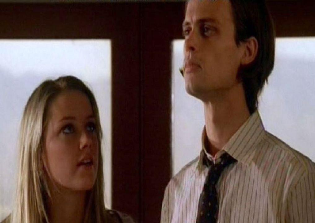 Detective Reid (Matthew Gray Gubler, r.) ist für den Schutz der verfolgten Schauspielerin abgestellt. Das bringt ihn selbst in Gefahr, denn als sic... - Bildquelle: Touchstone Television