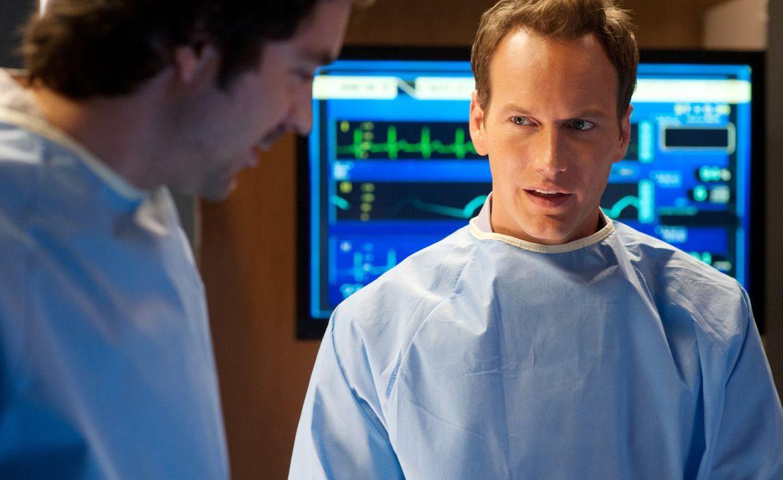 Kämpfen um das Leben eiens Patienten: Dr. Zeke Barnes (Rhys Coiro, l.) und Dr. Michael Holt (Patrick Wilson, r.) ... - Bildquelle: 2011 CBS BROADCASTING INC. ALL RIGHTS RESERVED