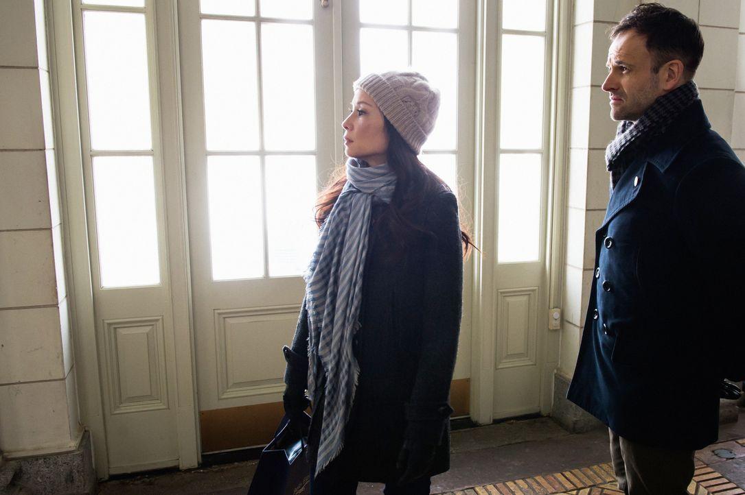 Als Watson (Lucy Liu, l.) und Holmes (Jonny Lee Miller, r.) den Mord untersuchen, stellt sich heraus, dass das Opfer durch Schockfrosten gestorben i... - Bildquelle: CBS Television