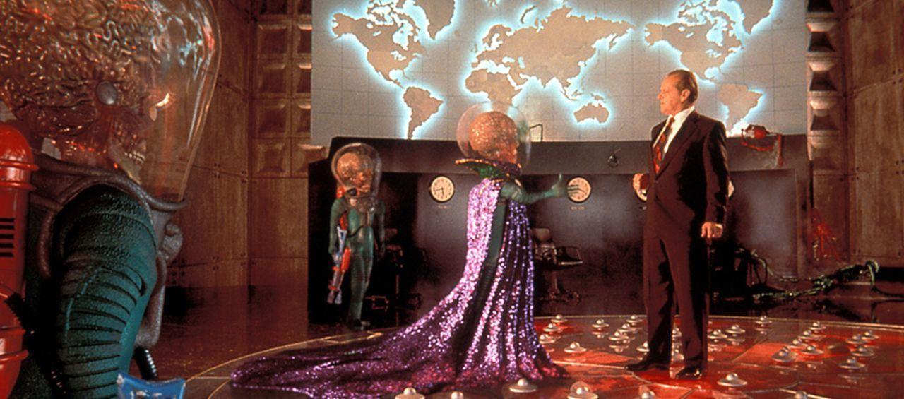 Präsident Dale (Jack Nicholson) vermasselt die diplomatische Kontaktaufnahme mit den Invasoren vom Mars. - Bildquelle: Warner Bros. Pictures
