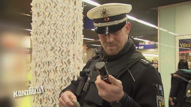 Achtung Kontrolle - Achtung Kontrolle! - Thema U.a.: Illegaler Waffenbesitz Ruft Die Bundespolizei Auf Den Plan