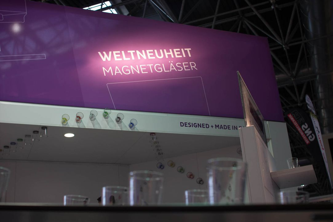 """Wird Selfmade-Unternehmerin Silke Wagner mit ihrer Geschäftsidee """"MaglassX"""" Erfolg haben? Die Idee zum magnetischen Glas kam ihr bei einer Fahrt im... - Bildquelle: kabel eins"""