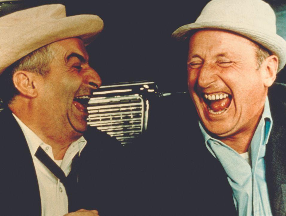 Noch haben beide gut Lachen: der schwerreiche Industrielle Léopold Saroyan (Louis de Funès, l.) und der bescheidene Angestellte Antoine Maréchal (An... - Bildquelle: Royal Films International