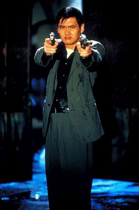 John Lee (Chow Yun-Fat) ist ein eiskalter Profikiller. Als er den Auftrag erhält, ein Kind zu töten, entschließt er sich, seinen Beruf zu wechsel... - Bildquelle: Columbia Tri-Star