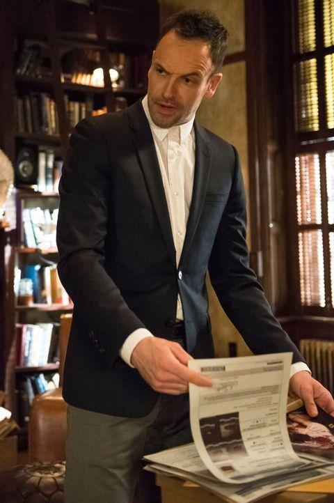 Auf der Jagd nach einem Mörder und Entführer: Holmes (Jonny Lee Miller) ... - Bildquelle: CBS Television