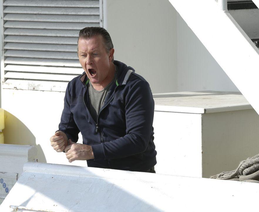Kann Cabe (Robert Patrick) die Gangster noch aufhalten, als bereits alles verloren scheint? - Bildquelle: Cliff Lipson 2014 CBS Broadcasting, Inc. All Rights Reserved