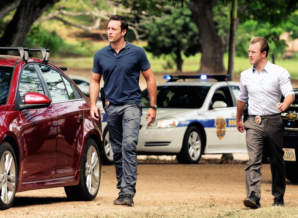 Ein neuer Mordfall wartet auf Steve (Alex O'Loughlin, l.) und Danny (Scott Caan, r.) ... - Bildquelle: 2012 CBS Broadcasting, Inc. All Rights Reserved.