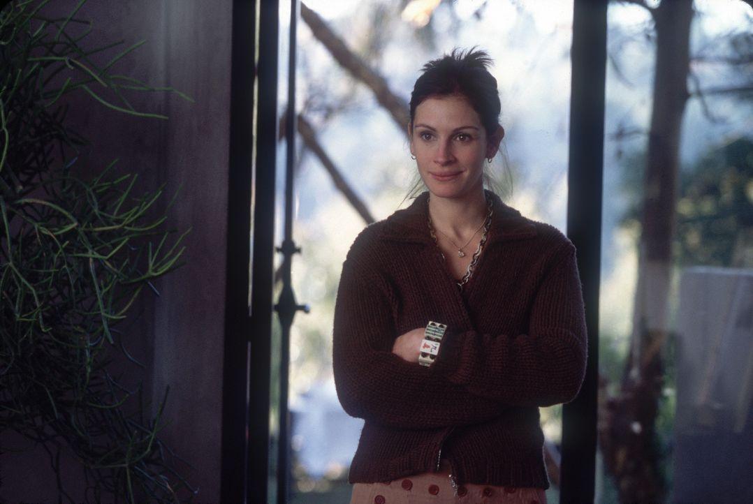 Als Schwester und Assistentin der überspannten Gwen hat Kiki (Julia Roberts) jede Menge zu tun ... - Bildquelle: 2004 Senator Film, alle Rechte vorbehalten.