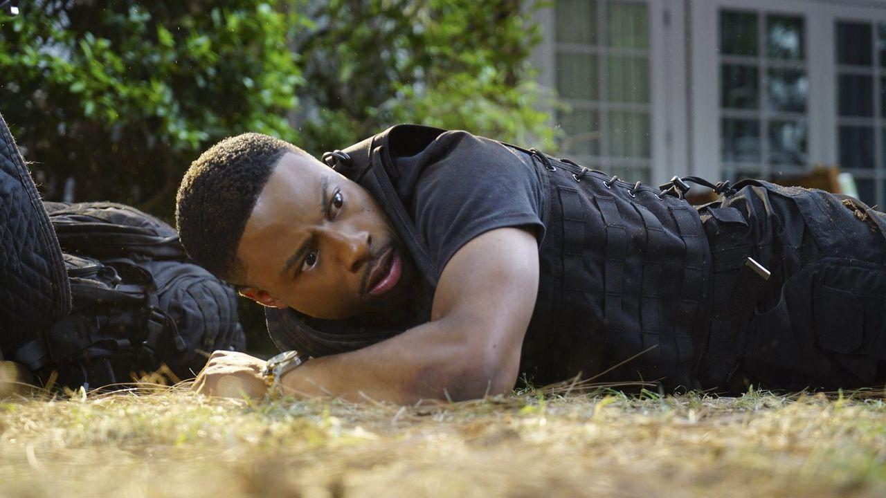 Muss erkennen, dass er und Lee größte Mühe haben, um Ninas Leben zu schützen: Carter (Justin Hires) ... - Bildquelle: Warner Brothers