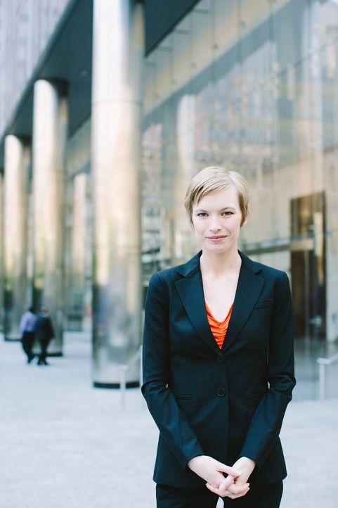 Anwältin Anna Quinn (Christine Horne), die Partnerin des vermissten Prozessanwalts, unterstützt das Team bei der Suche nach ihrem Kollegen ... - Bildquelle: 2013 Muse Entertainment / Back Alley Film Productions