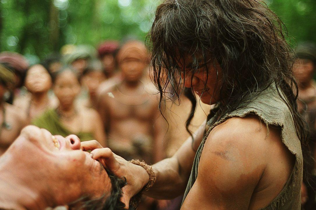 Kennt kein Pardon mit seinen Gegnern: Tien (Tony Jaa, r.) ... - Bildquelle: Splendid Film